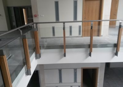 Balustrady montowane do boku